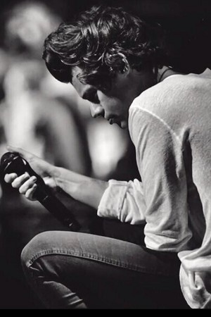 Artistic black and white pics of Harry are my weaknesses