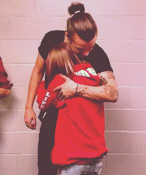 Awwwweee this so adorable ... I want a Harry Hug !!!