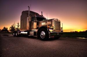 Badass truck fondo de pantalla