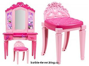 芭比娃娃 in Princess Power Vanity Playset