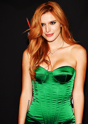 Bella Thorne (x)