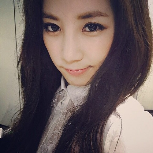 Park ChoRong দেওয়ালপত্র possibly with a portrait entitled Chorong Latest Selca