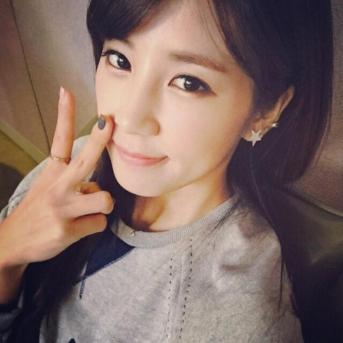 Park ChoRong দেওয়ালপত্র possibly containing a portrait called Chorong Latest Selca