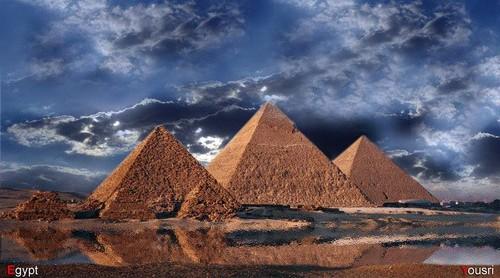 Egypt achtergrond entitled EGYPT PYRAMIDS