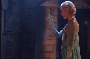 """Elsa in """"Smash the Mirror"""" - Promo Picture"""