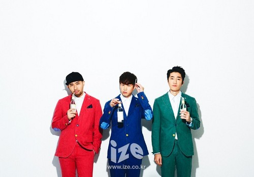 Epik High karatasi la kupamba ukuta containing a well dressed person and a business suit titled Epik High - ize Magazine November Issue '14