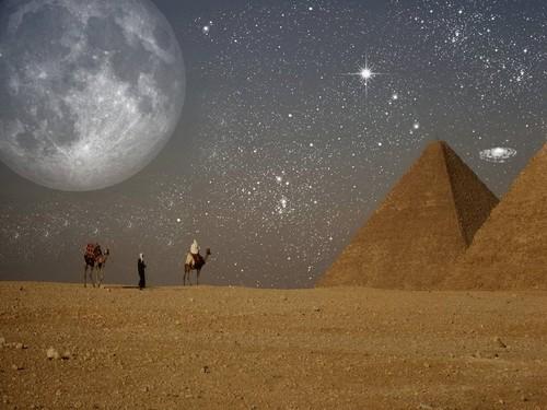 Egypt achtergrond called FANTASY NIGHT EGYPT DESERT
