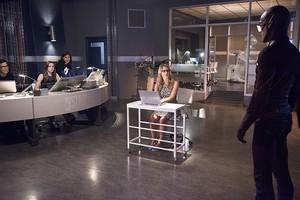Felicity Smoak on The Flash Episode 4