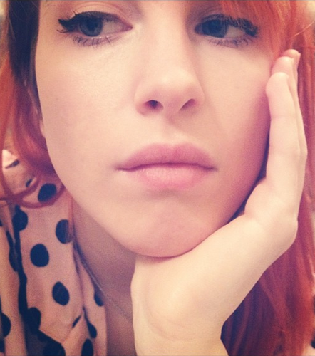 Хейли Уильямс Обои probably with a portrait entitled Hayley Williams xox