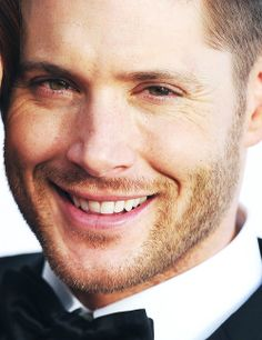 Jensen Ackles wallpaper entitled Jensen Ackles Smiles