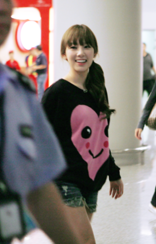 Music wallpaper possibly with a hip boot called Kim Taeyeon airport fashion