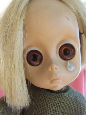 Little Miss No-Name, the doll with the tear