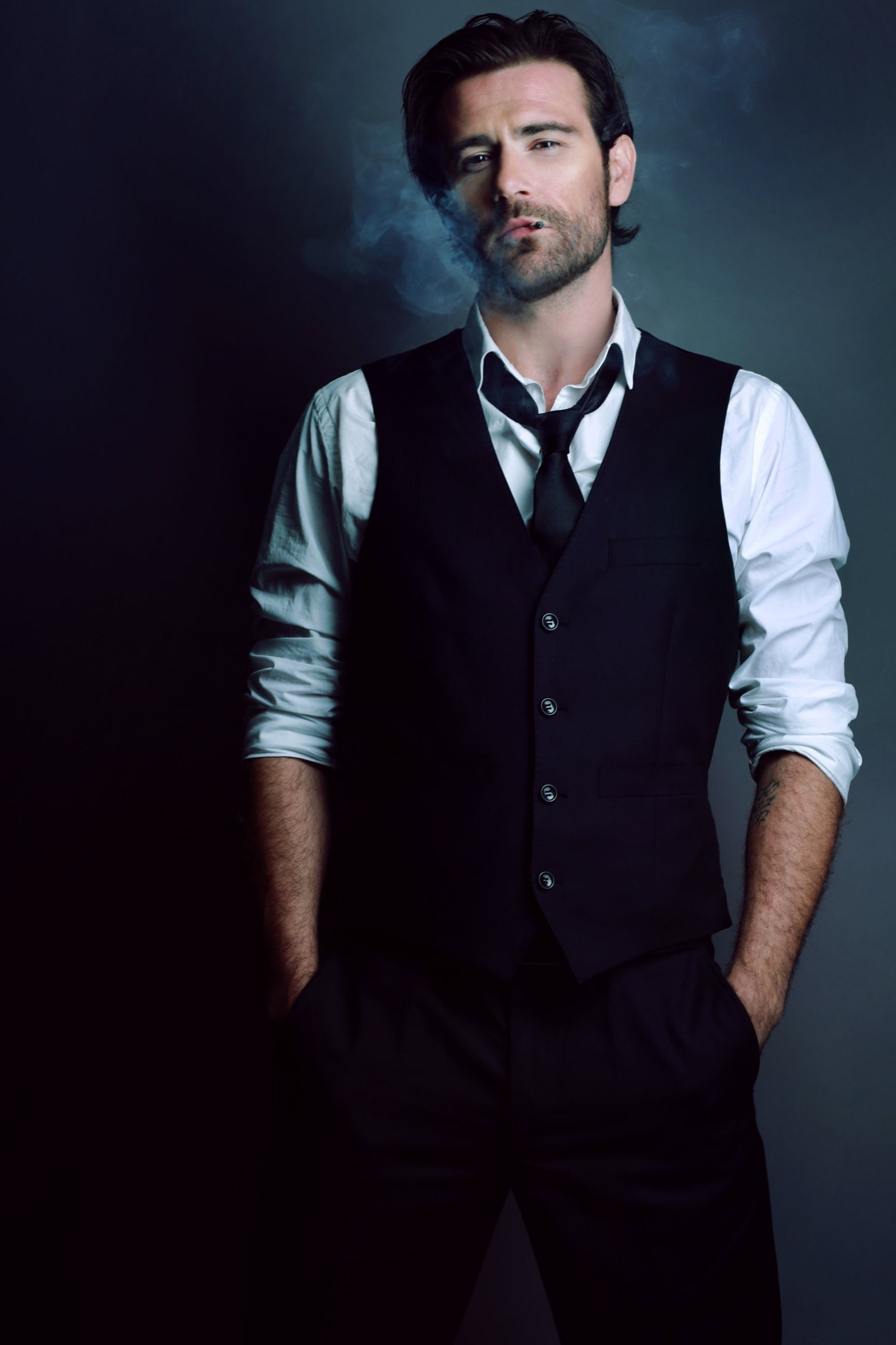 http://images6.fanpop.com/image/photos/37700000/Matt-Ryan-constantine-nbc-37772979-1563-2345.jpg