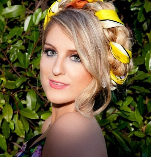 Meghan Trainor 壁纸 possibly with a bouquet, a camellia, and a 香蕉 entitled Meghan Trainor♥