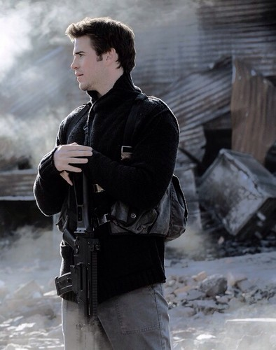 Hunger Games fond d'écran with a fusilier, carabinier titled New Still - Mockingjay: Part 1 | Gale Hawthorne