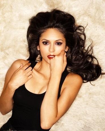 Nina dobrev sexy fotos y videos