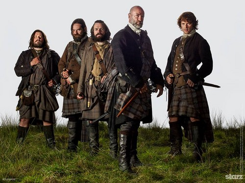 Чужестранка (2014, сериал) Обои with a rifleman, a green beret, and a navy печать titled Outlander season 1 promotional picture