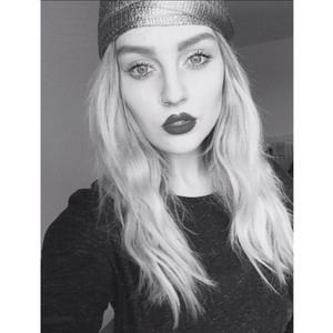 Perrie's gần đây selfies on Instagram♥