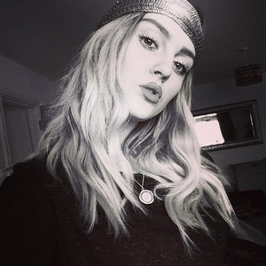 Perrie's reciente selfies on Instagram♥