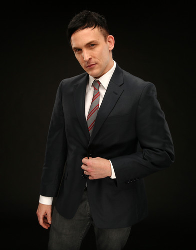 Robin Lord Taylor দেওয়ালপত্র with a business suit, a suit, and a two piece called Robin Lord Taylor ~ 2014 শিয়াল Summer TCA Tour Portrait
