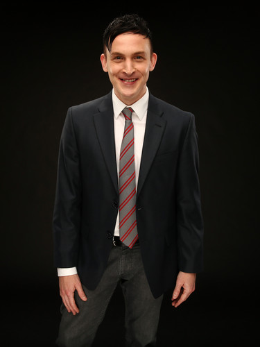 Robin Lord Taylor দেওয়ালপত্র containing a business suit, a suit, and a two piece called Robin Lord Taylor ~ 2014 শিয়াল Summer TCA Tour Portrait