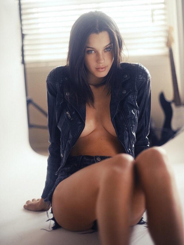 Sexy Brunette in jas