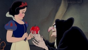 Snow White and the Old Woman-Screencap.
