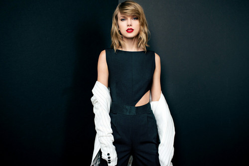 Taylor pantas, pantas, swift kertas dinding with a playsuit, a legging, and tights titled TAYLOR pantas, swift