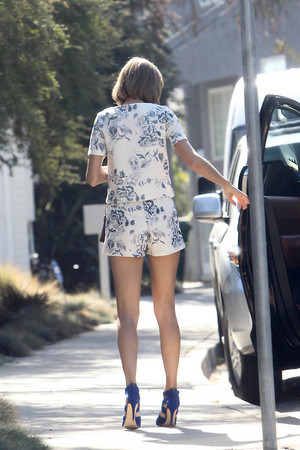Taylor Out In Beverly Hills - October 24 2014