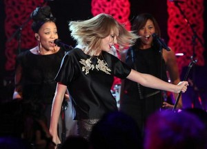 Taylor Performing on Ellen Show