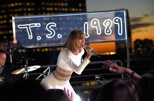Taylor Swift On GMA performance