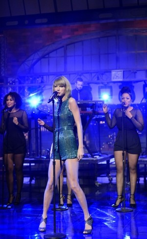 Taylor 迅速, スウィフト Performing on Letterman 2014