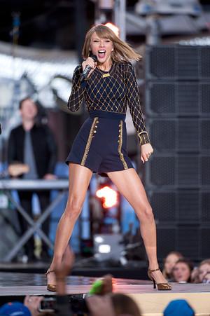 Taylor rápido, swift on GMA 2014 - Performance