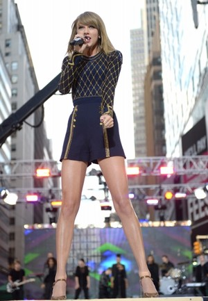 Taylor snel, swift on GMA 2014 - Performance