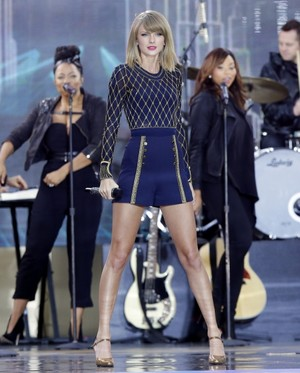 Taylor pantas, swift on GMA 2014 - Performance