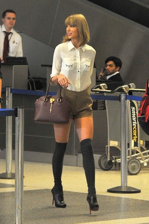Taylor leaving LAX Airport in Los Angeles, California (10/21/14)