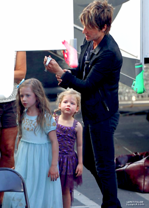 Keith, Sunday and Faith on the set of American Idol