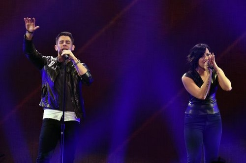 Nick Jonas karatasi la kupamba ukuta containing a tamasha called DECEMBER 5th - Demi Lovato performing at 102.7 KIIS FM's Jingle Ball in Los Angeles, CA.
