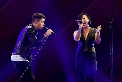 Nick Jonas karatasi la kupamba ukuta containing a tamasha titled DECEMBER 5th - Demi Lovato performing at 102.7 KIIS FM's Jingle Ball in Los Angeles, CA.