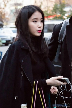 141126 IU Arriving at the Korea-China Musik Festival