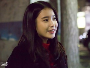 141126 IU leaving Korea-China muziki Festival