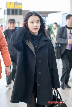141202 IU departing for MAMA