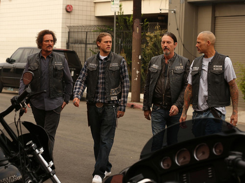 सन्स ऑफ अनार्की वॉलपेपर possibly with a business suit entitled 7x12 - Red Rose - Tig, Jax, Chibs and Happy