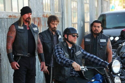 Sons Of Anarchy wallpaper possibly containing a street and a green beret entitled 7x13 - Papa's Goods - Quinn, Ratboy, Jax and Montez
