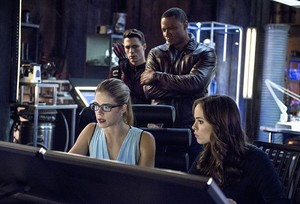 ARROW Season 3 Episode 8 picha The Brave and the Bold