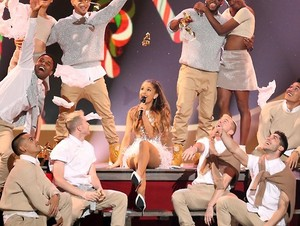Ariana Grande performing at the Very Grammy 크리스마스 in Los Angeles