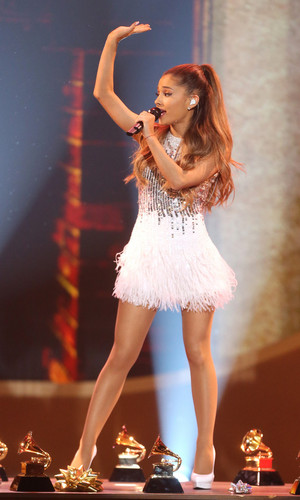 Ariana Grande performing at the Very Grammy 圣诞节 in Los Angeles
