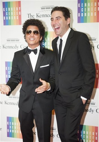 Bruno Mars fond d'écran with a business suit, a suit, and a dress suit titled Bruno at the Kennedy Center
