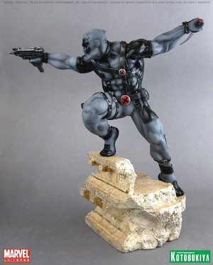 Deadpool / Wade Wilson X-Force Figurine