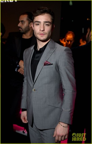 Ed Westwick - Victoria's Secret Fashion mostrar